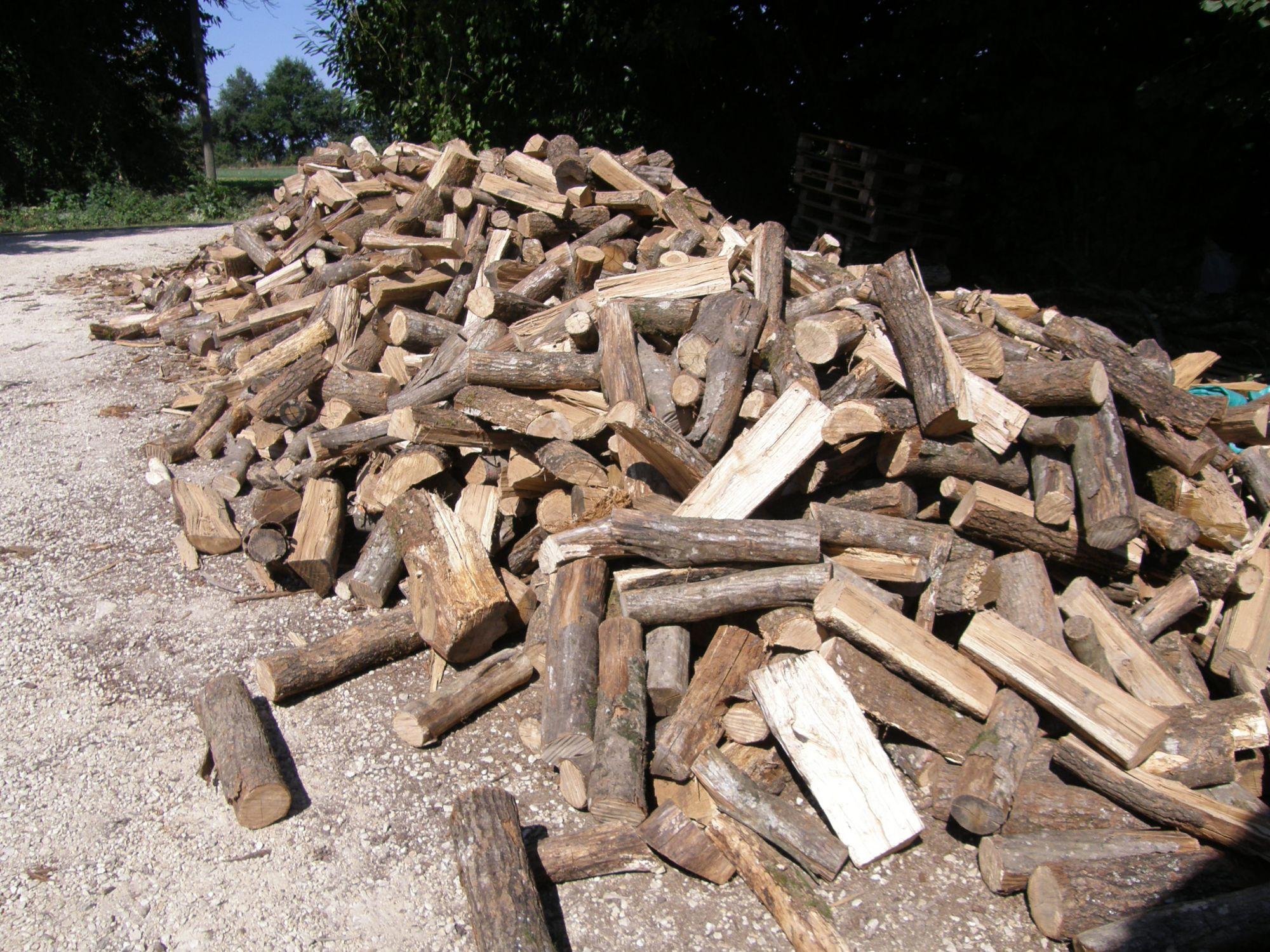bois-de-chauffage-25-cmBûches traditionnelles vrac en 25 cm